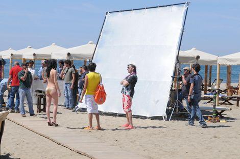 Massimo Ceccherini sul set del film al bagno/discoteca Twiga