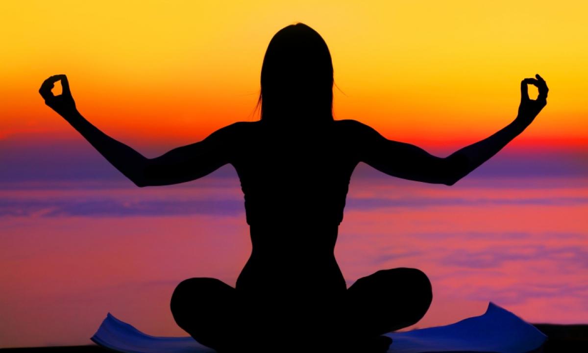 Posizioni Yoga | Le 10 Migliori da Fare Soli o in Coppia